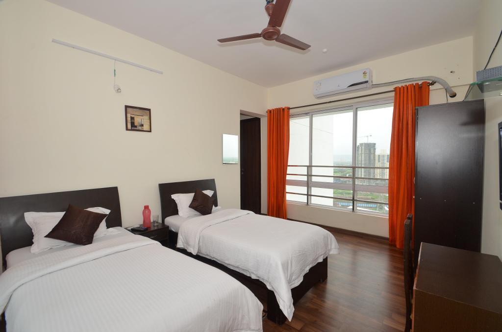 Service Apartments in Mulund @ Mumbai - Master Bedroom