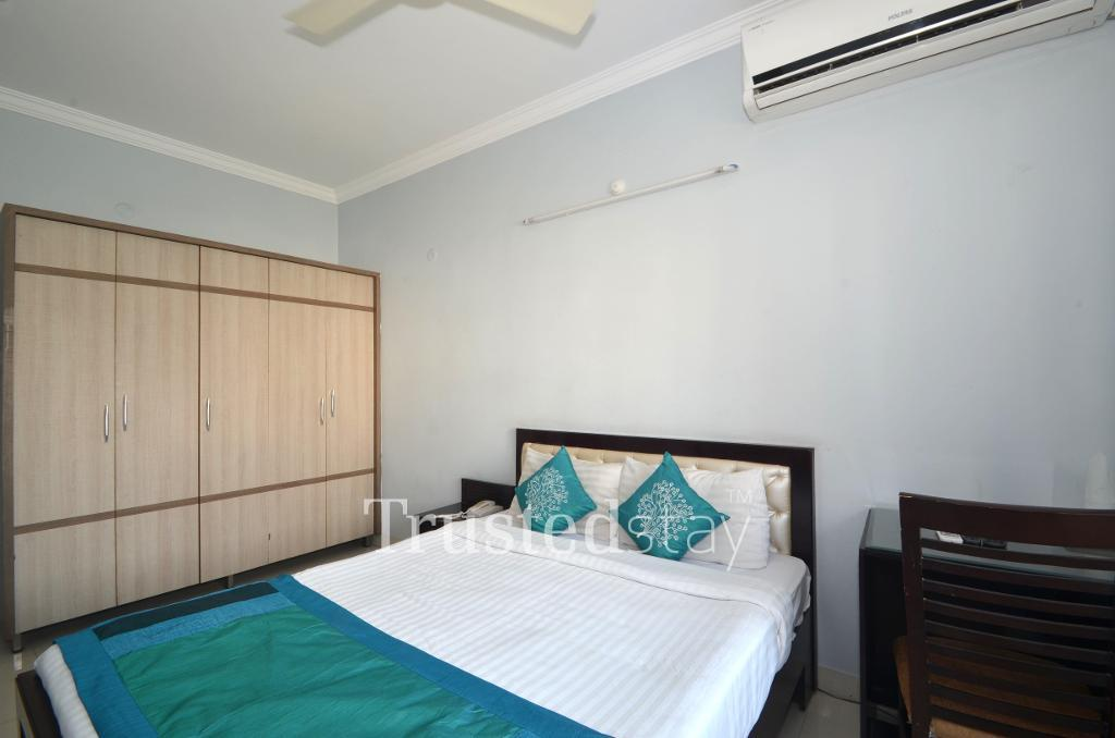 Service Apartments in Hyderabad - Deluxe Bedroom