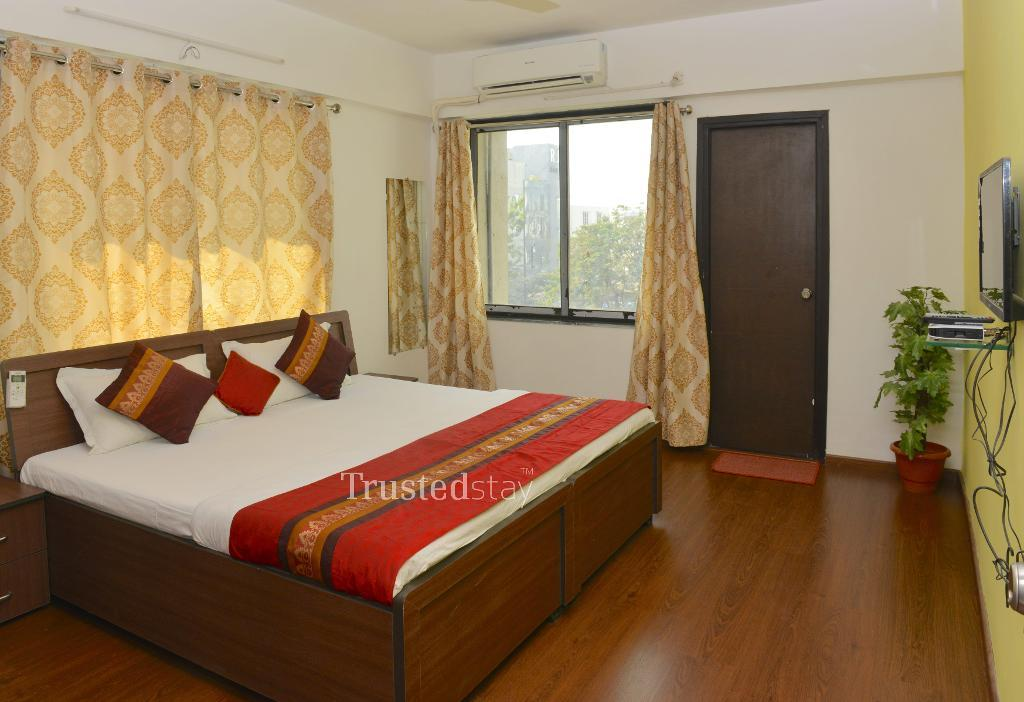 Qualified Service Apartments in Ahmedabad - Master Bedroom