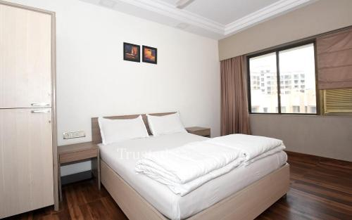 Book Trustedstay Service Apartments in Mumbai | Bed room