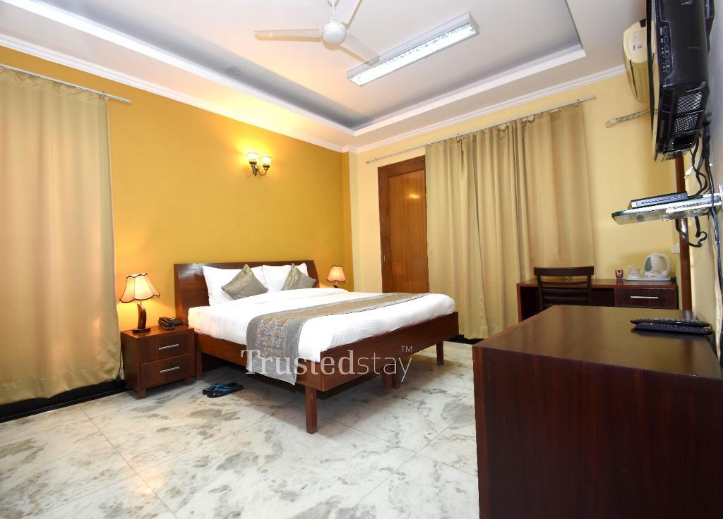 Master Bed room | Service Apartments in sector 28, Gurugram