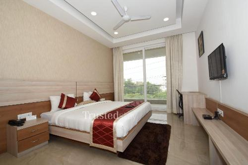 Master Bed room | Service Apartments in sector 38, Gurgaon