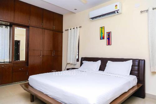 Service Apartments in Srinagar Colony, Hyderabad | Living room
