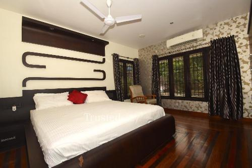 Service Apartments in Perumanoor , Cochin | Master Bedroom