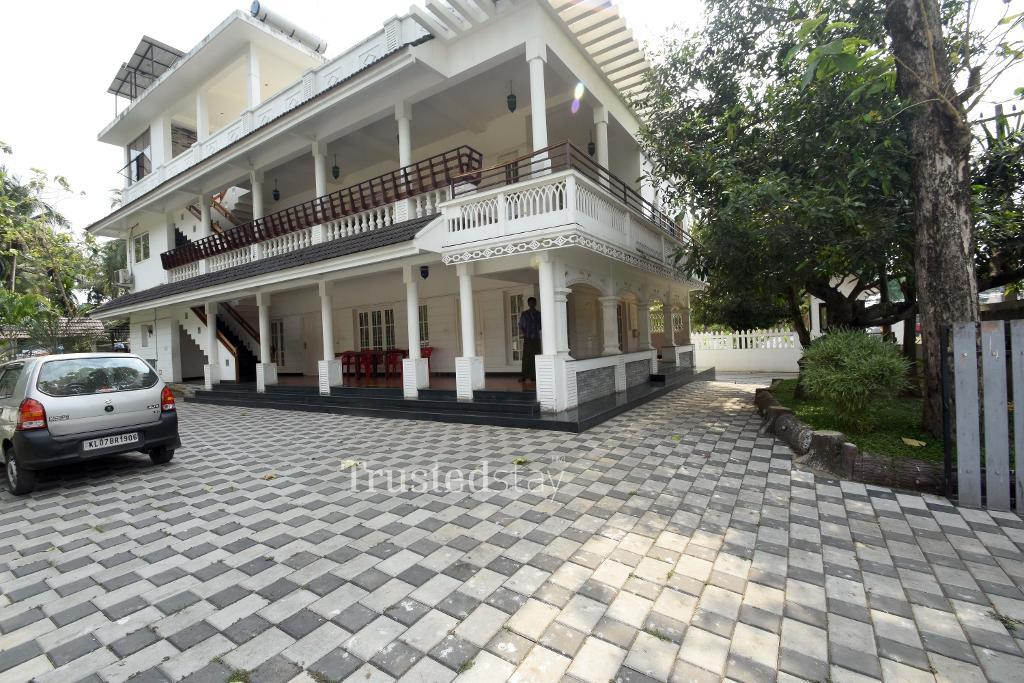 Best Service Apartments in Thevara , Cochin   Delux Room