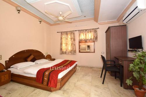 Service apartment in Ahmedabad - Luxury Bedroom