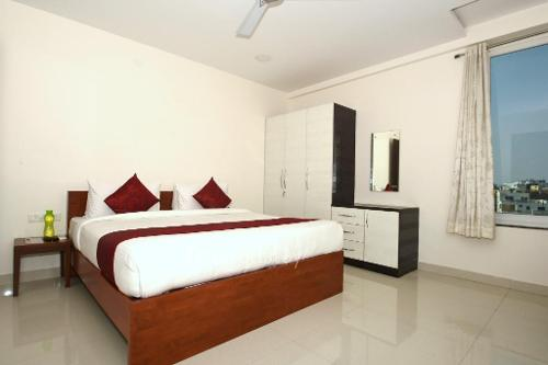 Book Serviced Apartments in Hyderabad | Bed Room side view