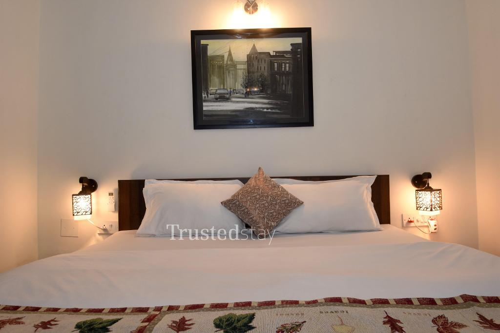 Service Apartments in Kolkata - Deluxe Bedroom