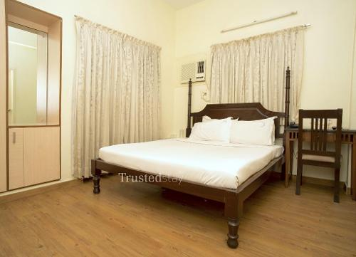 Service apartments in Thiruvanmiyur, Chennai - Master Bedroom