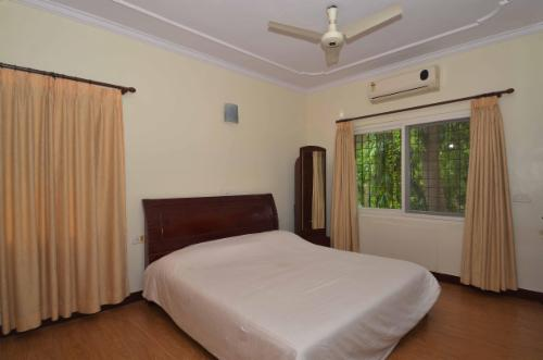 Qualified Service Apartments in Adyar, Chennai - Deluxe Bedroom
