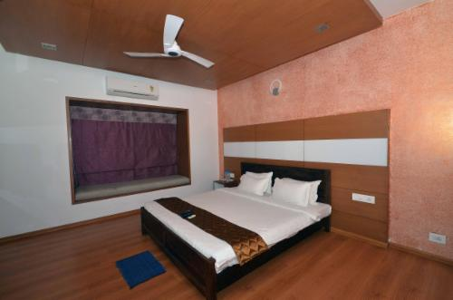 Service Apartments in Saidapet - Furnished Bedroom