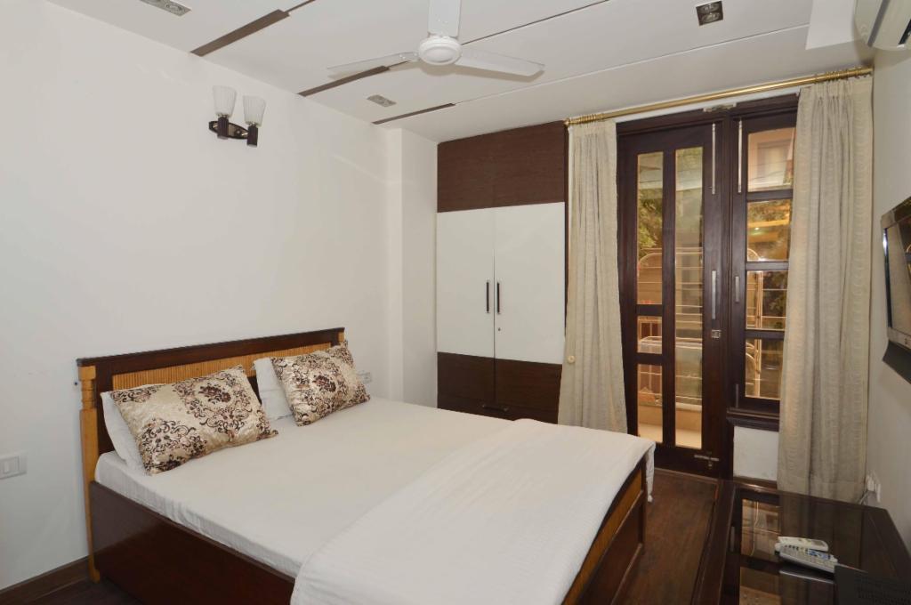 Service Apartment in Hemkunt , Delhi | Master Bedroom