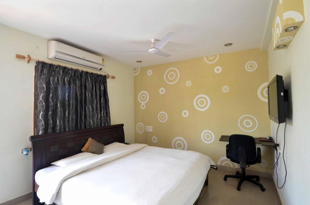 TrusedStay Service Apartments in Hyderabad - Madhapur - Master Bedroom