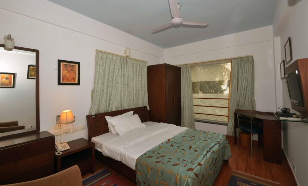 TrustedStay Service Apartments in Ballygunge   Kolkata - Bedroom
