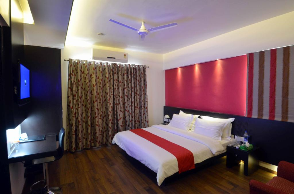 Luxury Service apartments in Magarpatta City | Pune - Deluxe Bedroom