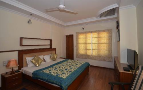 Qualified Service Apartments in Visakhapatnam - Beach road- Master bedroom